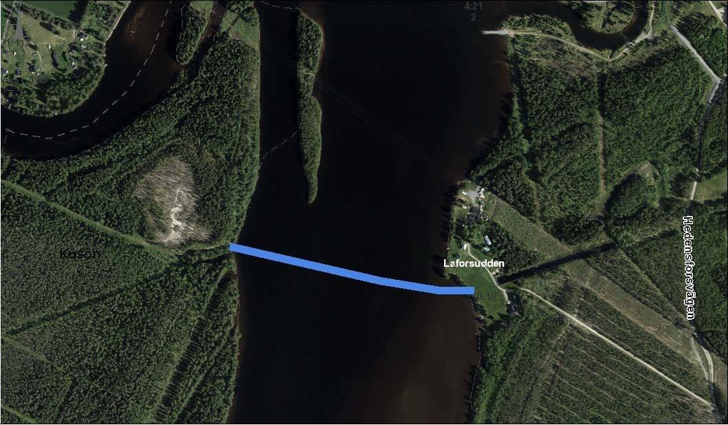 Flygfoto med ritad blå linje över Luleälven som visar var VA arbetet kommer att genomföras