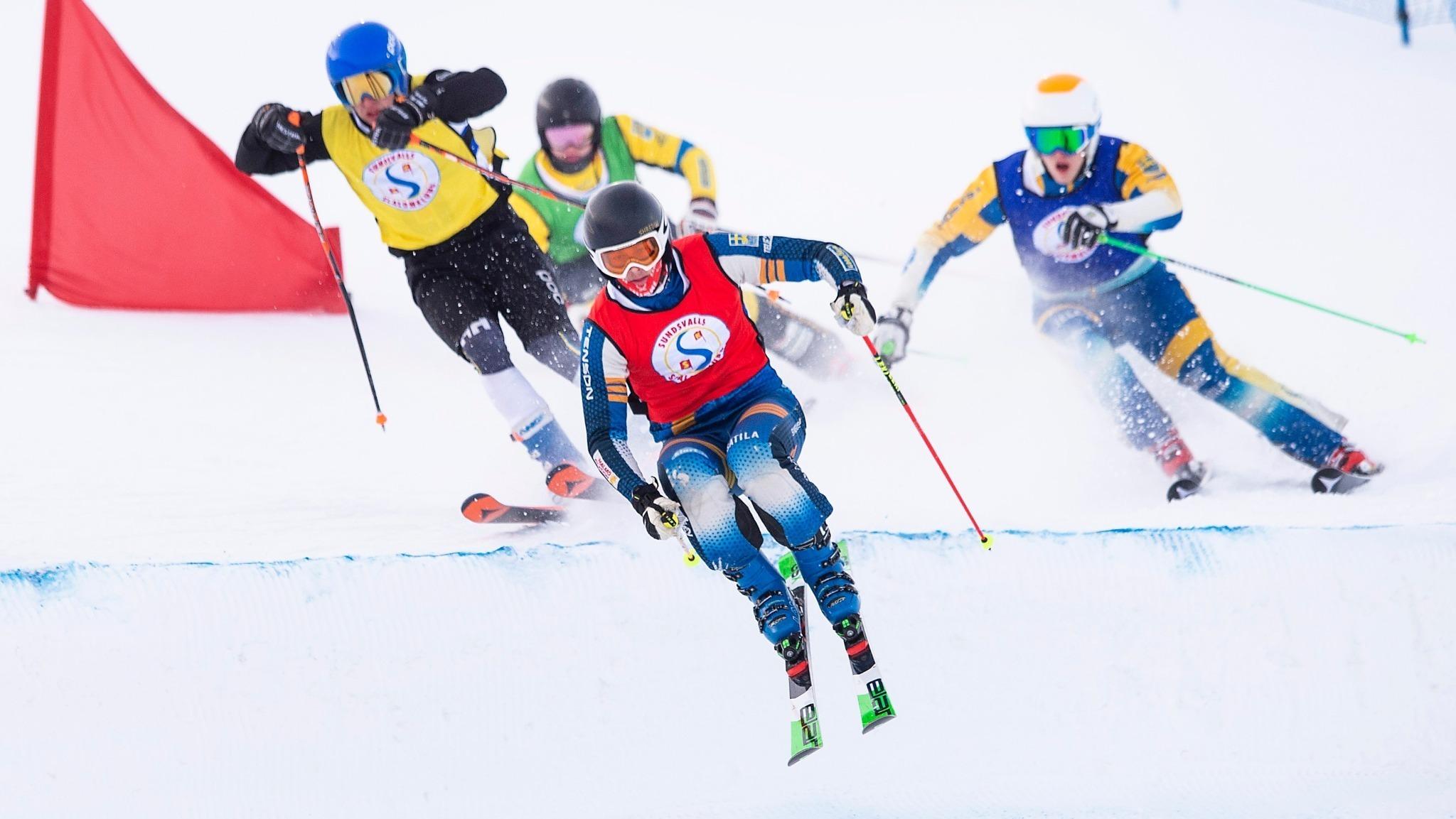 Bild på män som åker skicross.