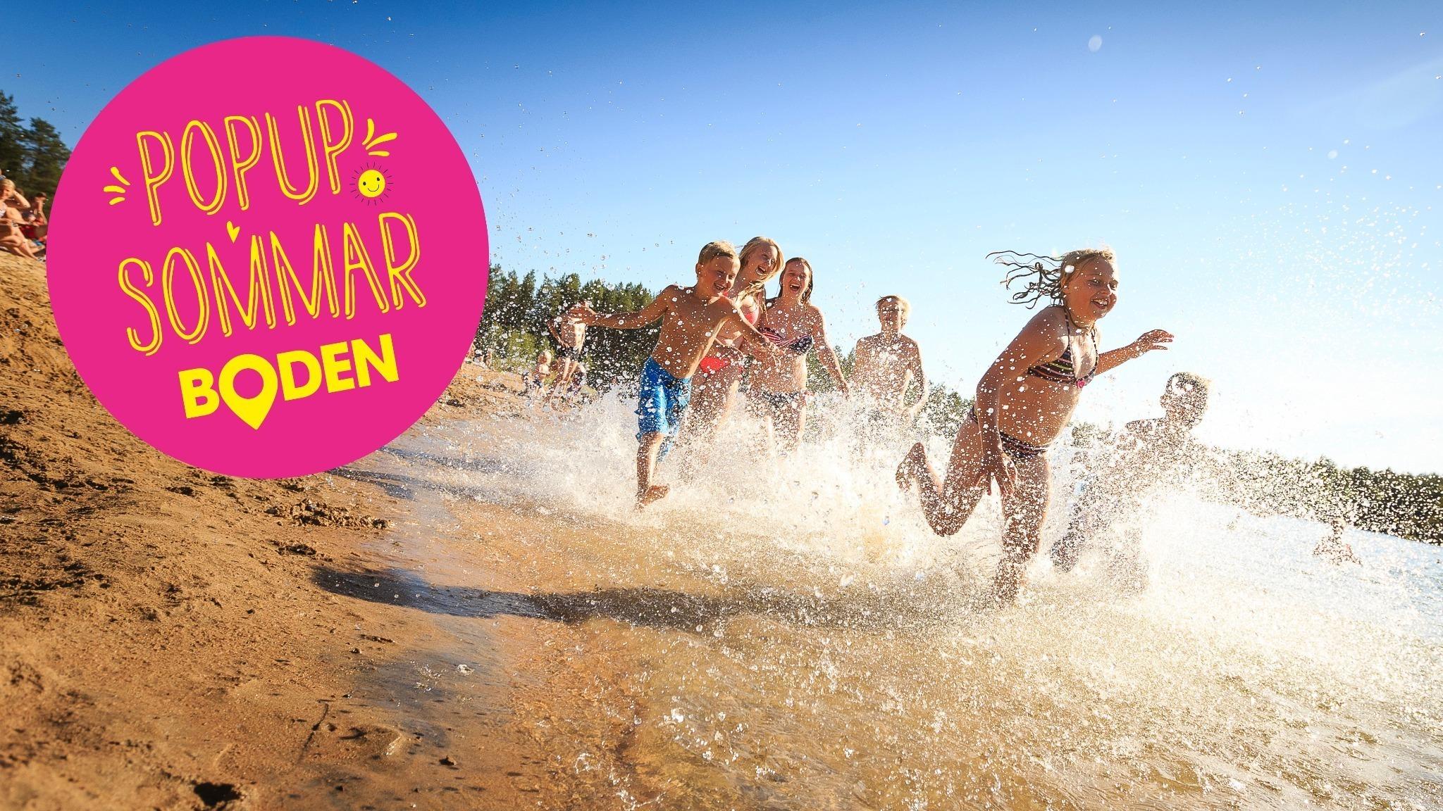 Barn som springer på stranden vid Aldersjön.