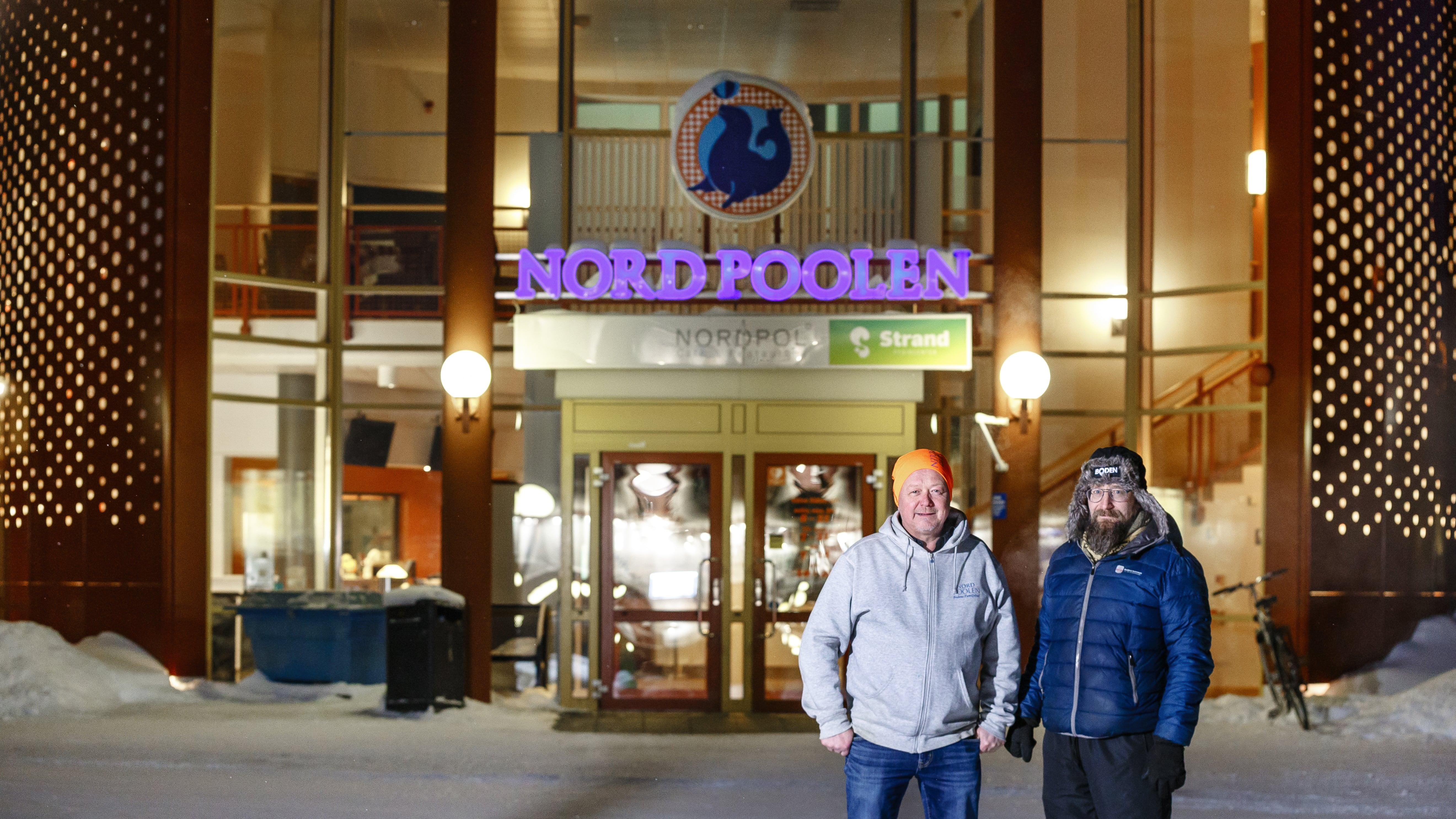 Peter Wallin och Alf Wennskog utanför äventyrsbadet Nordpoolen.