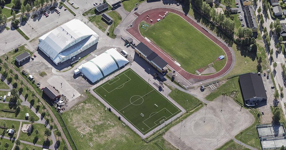 Flygfoto över idrottsanläggning.