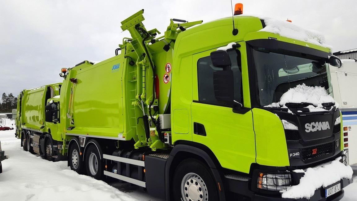 Grön sopbil som drivs på biogas.
