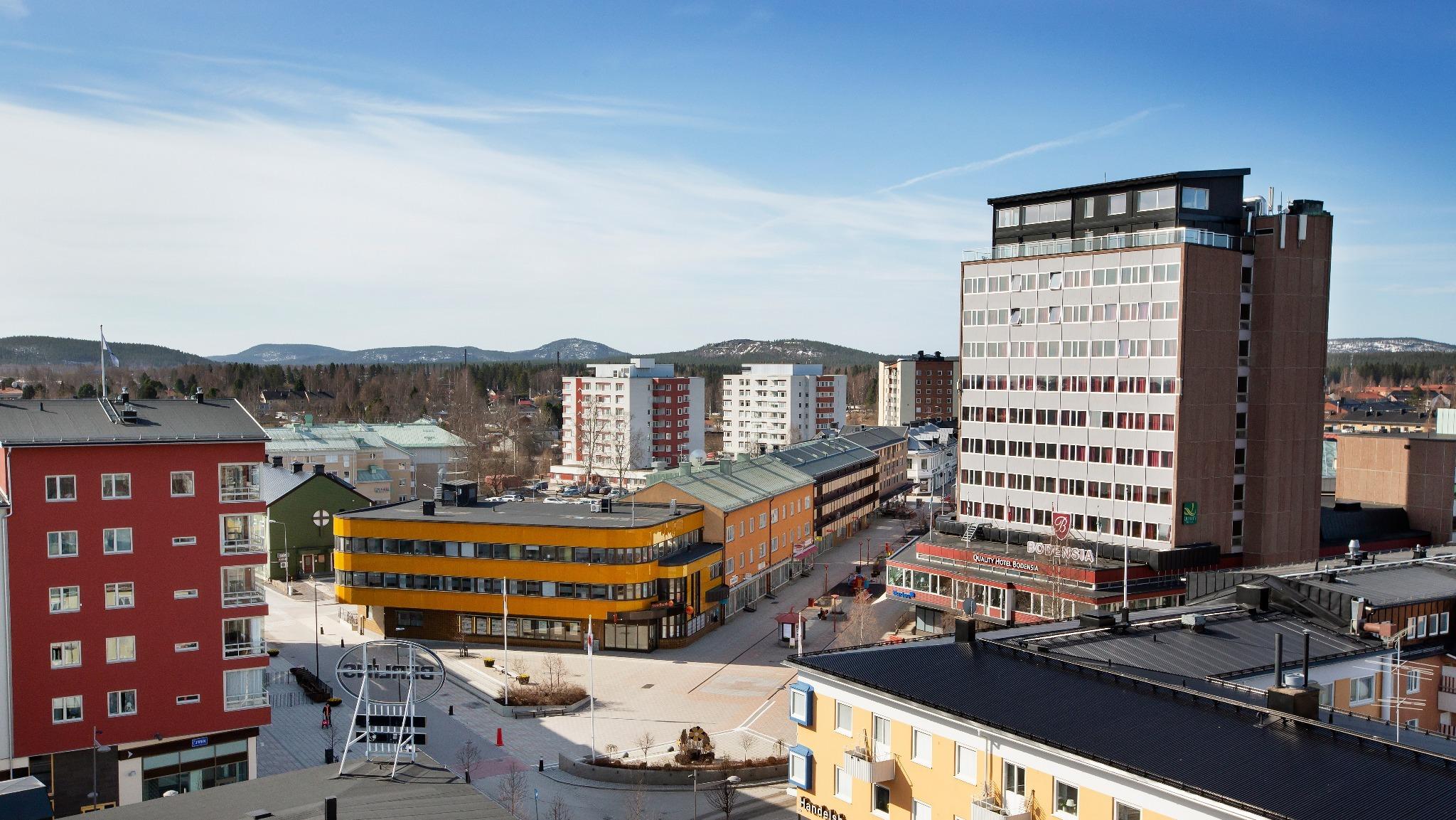 Om firande i vår - en bild på Medborgarplatsen i Boden