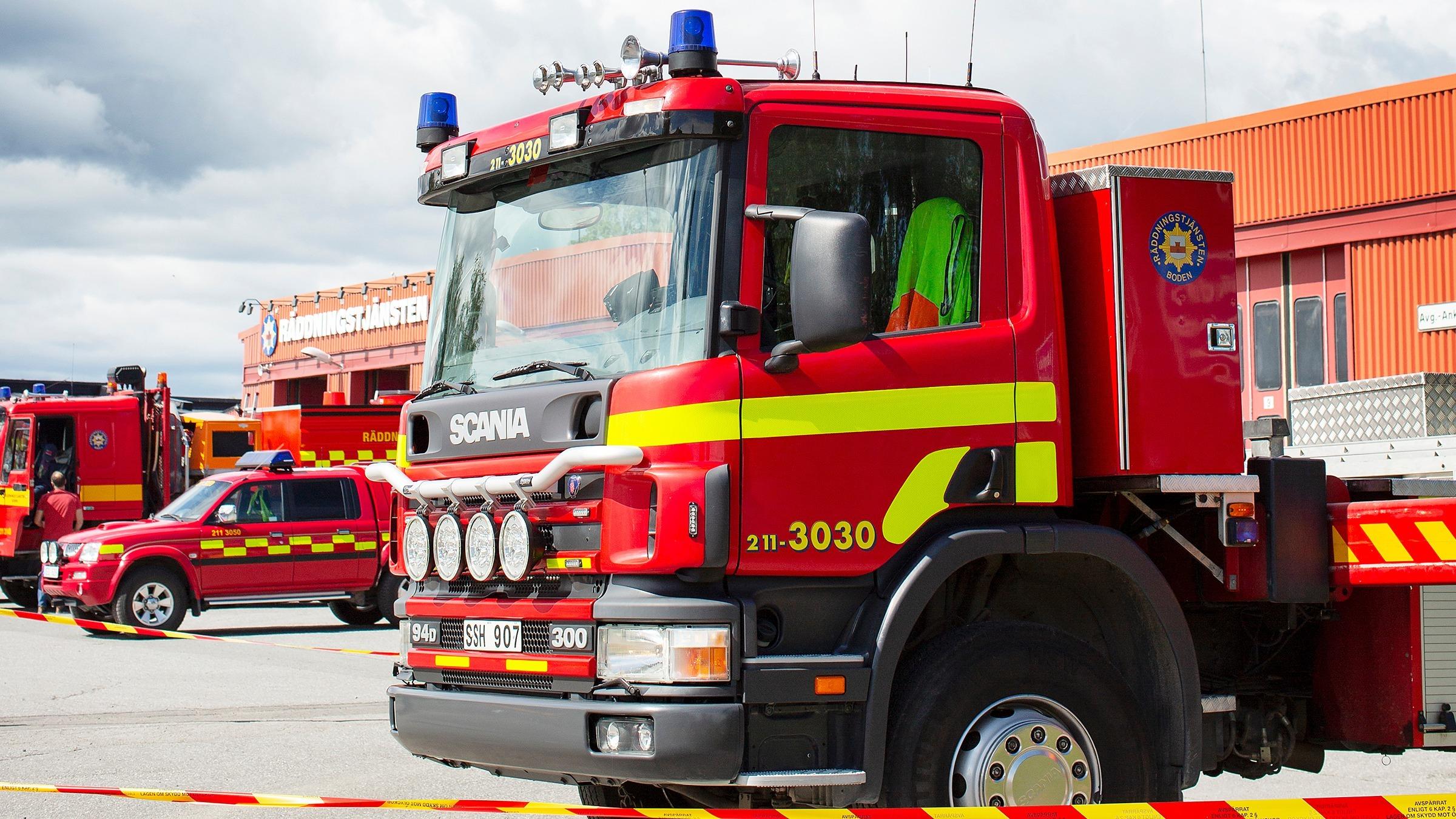 Brandbil utanför brandstationen, Räddningstjänsten Boden